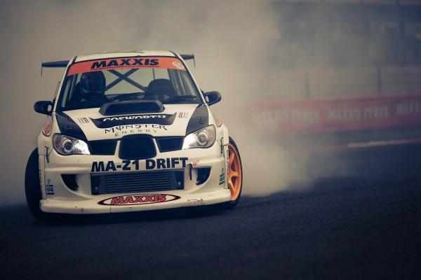 Coche en una competición de drift