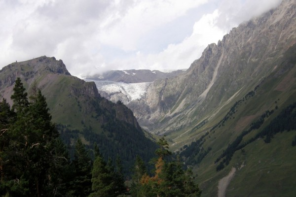 Vistas del glaciar en una montaña