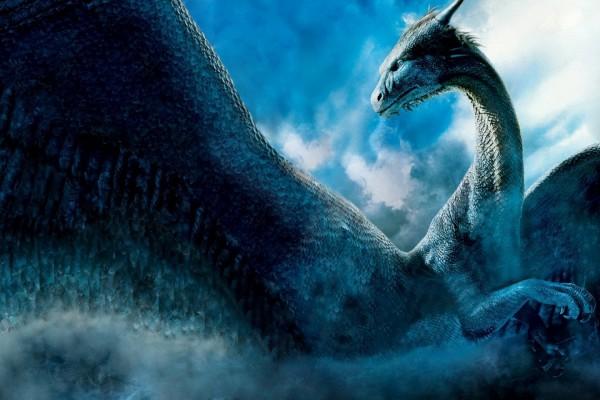 Un gran dragón azul