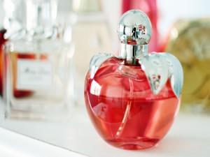 Postal: Un boto de perfume