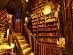 Escaleras en una biblioteca