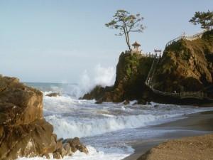 Postal: Pequeña playa en Japón