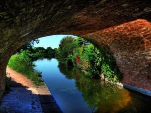 Postal: Canal bajo un puente