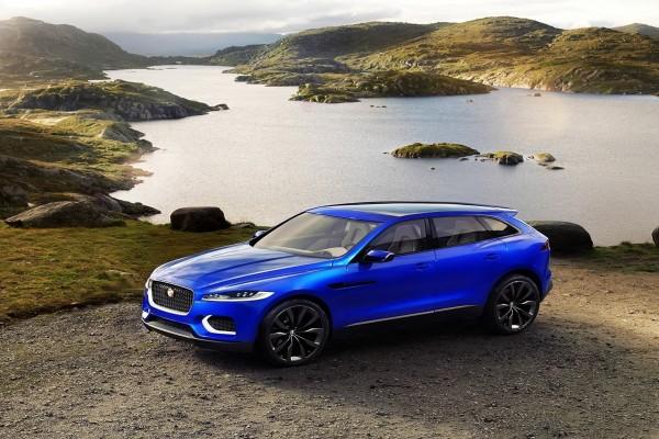 Un hermoso Jaguar Crossover azul