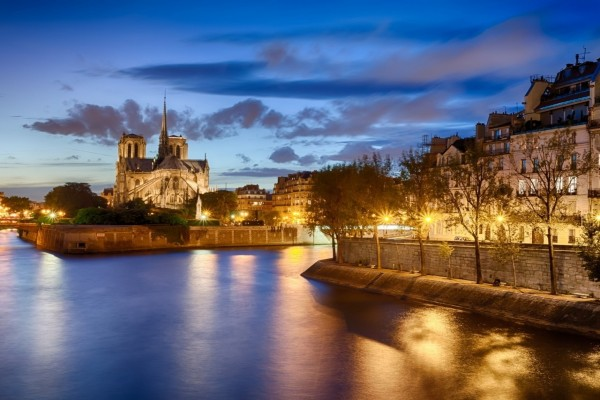 Vista de Notre Dame al amanecer (París)