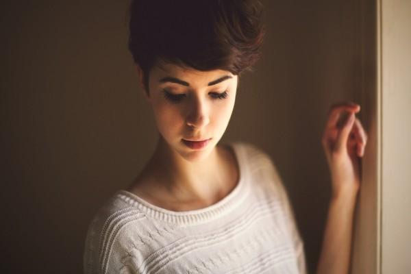 Chica con el pelo corto