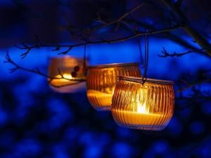 Postal: Velas en la noche
