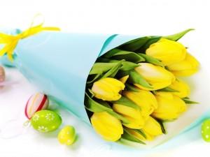 Tulipanes y huevos de Pascua
