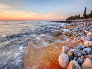 Piedras en la costa