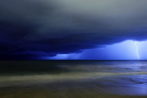 Tormenta sobre el mar