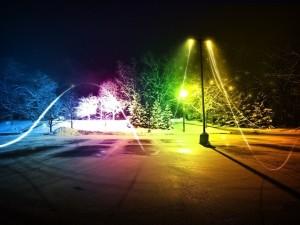 Noche de color en un aparcamiento