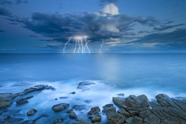 Rayos sobre el mar