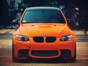 BMW M3 de color naranja
