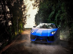 Lamborghini Aventador de color azul