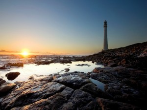 Faro visto al amanecer
