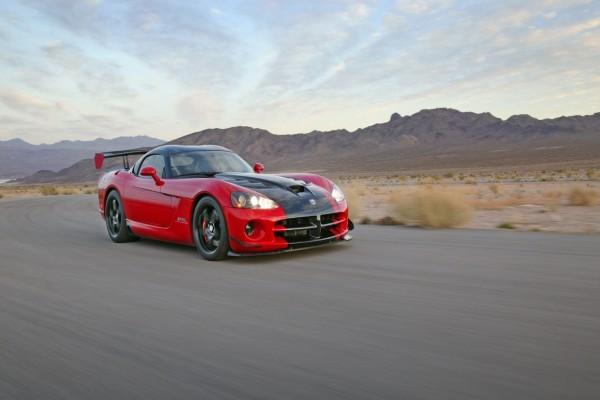 Dodge Viper SRT10 ACR-X en una carretera