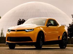 Postal: El Chevrolet Camaro de color naranja