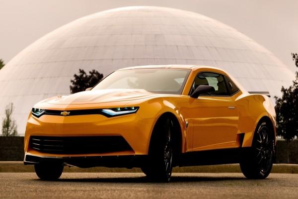 El Chevrolet Camaro de color naranja