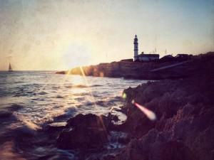 Postal: Faro sobre las rocas