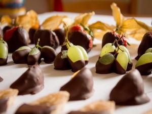 Postal: Frutas bañadas en chocolate