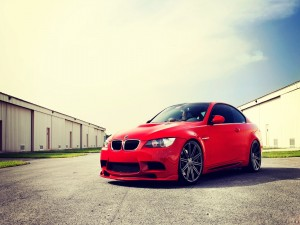 BMW de color rojo