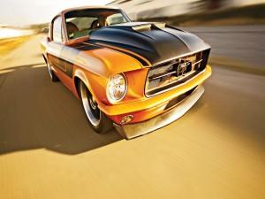 Postal: Conduciendo un Ford Mustang del 67