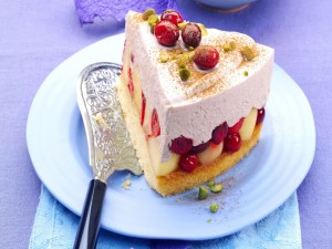 Postal: Porción de tarta rellena de frutas