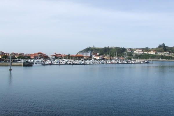 Barcos en el puerto de Ribadesella (Asturias)