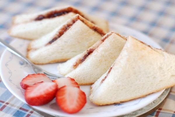 Sándwich de mermelada de fresas