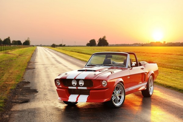 Ford Mustang Shelby G.T.500CR en una carretera