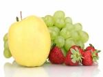 Manzana, uvas y fresas