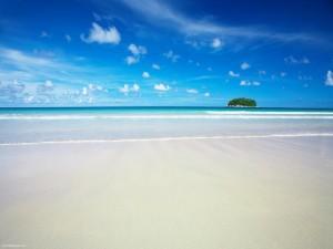 Postal: Divisando una isla desde la playa