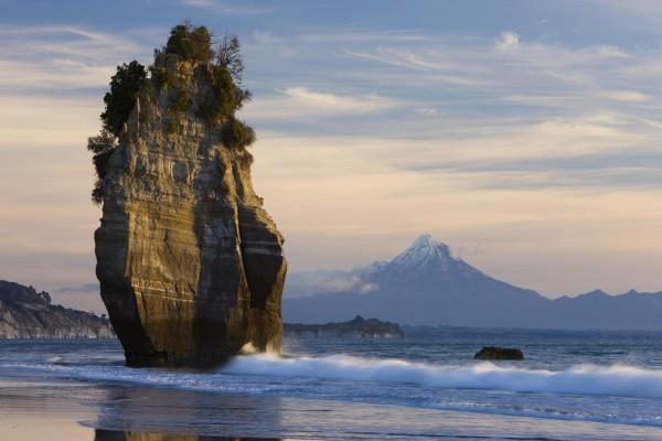 Hermosa formación rocosa en una playa