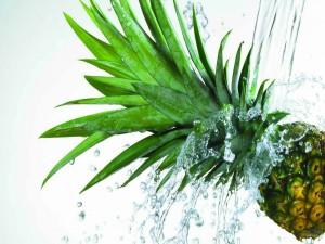 Piña bajo el agua