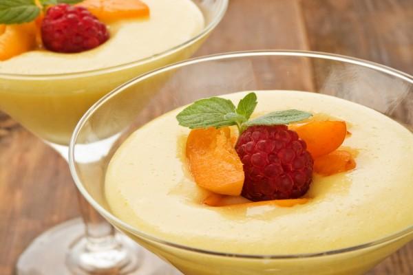 Natillas con frutas frescas