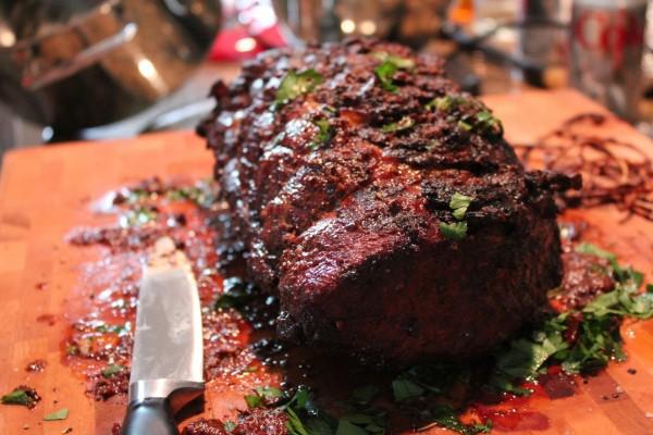 Pieza de carne bien condimentada