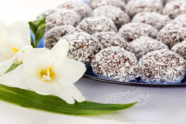 Trufas de chocolate revestidas con coco
