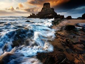 Oleaje en una playa rocosa