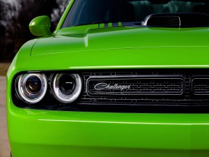 Postal: Dodge Challenger de color verde