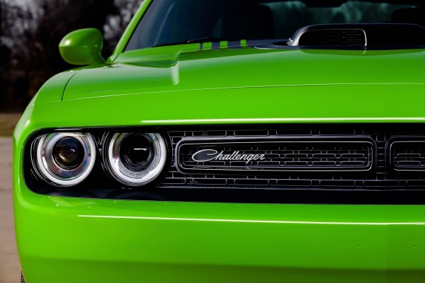 Dodge Challenger de color verde