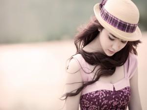 Chica con un bonito sombrero
