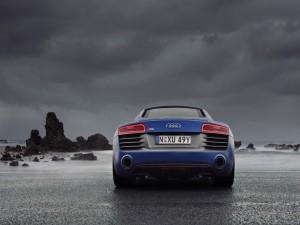 Audi R8 en una playa