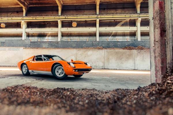 Lamborghini Miura de color naranja