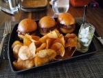 Tres pequeñas hamburguesas