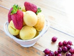 Albaricoques y fresas