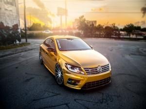 Volkswagen Passat CC de color dorado