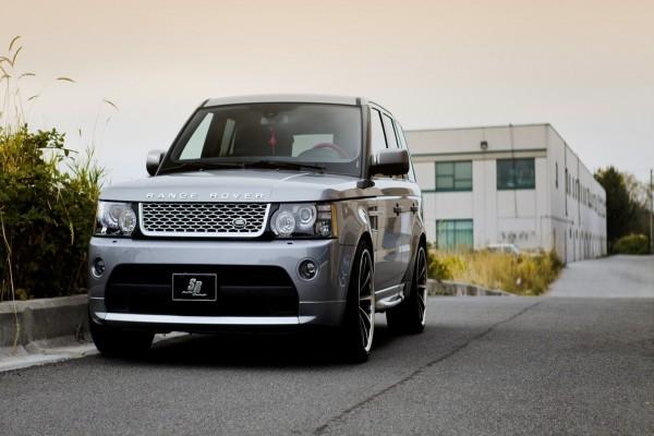 Range Rover en una calle