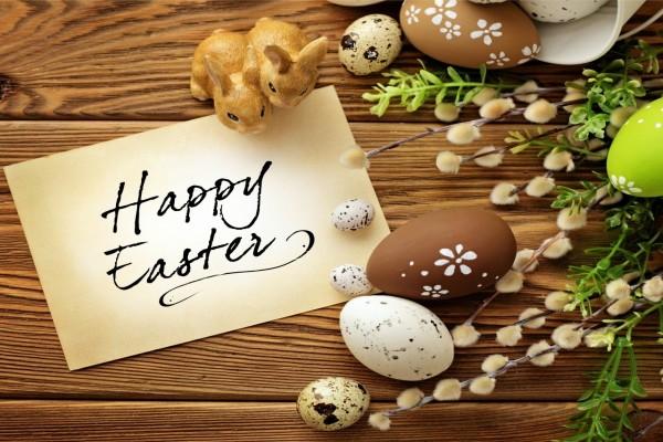 Decoración y mensaje para el día de Pascua