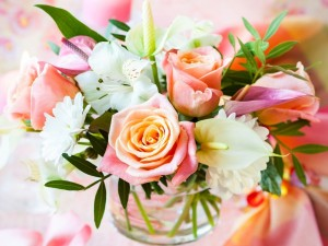 Postal: Bellísimo ramo de flores color pastel
