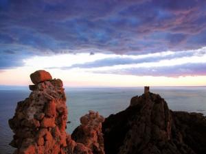 Postal: Amanecer sobre las viejas torres de vigilancia de Roccapina, Córcega